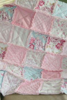 Shabby Chic Baby Girl Rag Quilt Pink Blue Nursery Ready to Ship by Divonsir Borges Shabby Style, Shabby Chic Quilts, Shabby Chic Baby, Shabby Chic Crafts, Vintage Shabby Chic, Vintage Pink, Girls Rag Quilt, Baby Girl Quilts, Girls Quilts