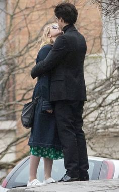 Riverdale stars lili reinhart and cole sprouse caught kissing in Riverdale Poster, Bughead Riverdale, Riverdale Funny, Riverdale Memes, Cole Sprouse Funny, Cole M Sprouse, Cole Sprouse Friends, Lily Cole, Tumblr Beach Pictures