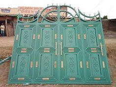 Entry gate - Simple, beautiful and secure Steel Gate Design, Iron Gate Design, House Front Wall Design, Custom Exterior Doors, 3 Bedroom Bungalow, Filling Station, Entry Gates, Iron Gates, Wrought Iron