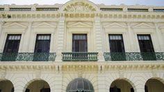 Enclavado frente a la extensa bahía de La Habana, el Armadores de Santander se levanta donde el pasado colonial de la ciudad se encuentra con el presente de esta y sus atracciones. #habana #cuba #hotel
