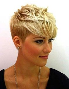 Blonde Pixie Haircut Ideas with Long Bangs Pixie Cut Blond, Messy Pixie Haircut, Short Blonde Pixie, Pixie Cut With Bangs, Short Pixie Haircuts, Short Hair Cuts, Short Hair Styles, Edgy Pixie, Asymmetrical Pixie