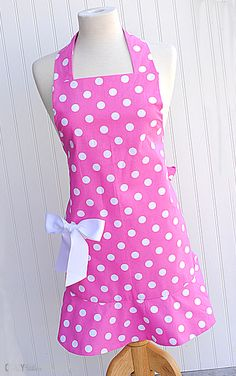 Best DIY Projects: How to Sew an Apron. That's one sexy apron ; Sewing Projects For Beginners, Sewing Tutorials, Sewing Hacks, Sewing Crafts, Sewing Patterns, Diy Projects, Apron Patterns, Easy Apron Pattern, Apron Tutorial