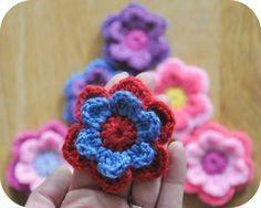 Double crochet flower (pattern in Dutch) Crochet Lace Edging, Crochet Motifs, Crochet Flower Patterns, Freeform Crochet, Basic Crochet Stitches, Crochet Flowers, Crochet Home, Diy Crochet, Crochet Baby