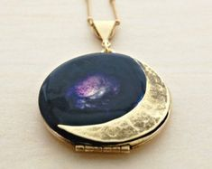 Vintage Locket Moon Crescent Moon Phases Necklace by verabel Space Jewelry, Moon Jewelry, Cute Jewelry, Jewelry Accessories, Jewelry Necklaces, Unique Jewelry, Galaxy Jewelry, Jewelry Box, Vintage Lockets