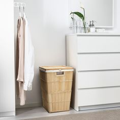 IKEA - BRANKIS, Laundry basket, The plastic feet protect from moisture. You can easily remove the lining if you want to wash it, or use it to carry your laundry to the washing machine. Holds up to 13 lbs of laundry. Clean Washing Machine, Wooden Slats, Walk In Closet, Solid Pine, Kitchen Flooring, Home Organization, Clear Acrylic, Cleaning Wipes, Sachets