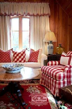 New living room white red cottage style Ideas Red Cottage, Cottage Living, Cottage Style, Farmhouse Style, Country Style, Southern Style, Cozy Cottage, Country Living, Living Room Decor