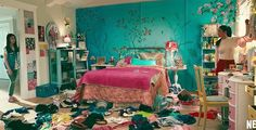 The interior design and decor details of To All The Boys I've Loved Before film sets and how to recreate the Lara Jean bedroom look Bedroom Green, Bedroom Colors, Dream Bedroom, Bedroom Wall, Girls Bedroom, Bedroom Decor, Bedroom Ideas, My New Room, My Room
