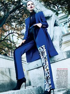Blue Monday. Vogue Mexico celebrates Pantone's color of 2014 - dazzling blue - with a stunning, sophisticated layout.