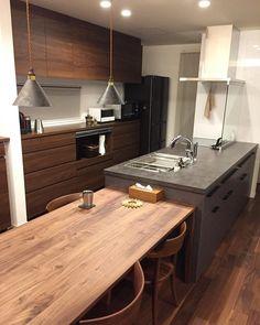 ハンドメイドアクセサリー LaLuceさんはInstagramを利用しています:「綺麗にして1日が終われた日はなんだか心に余裕が❤️おやすみなさい❤️ #夜活#キッチンリセット#住友林業#すみりん#ウォールナット#FUTAGAMI#フタガミ#ペンダントライト#グレーズグレー#リシェルsi#キッチン#ウォルナット」 Woodworking Crafts, Kitchen Island, Lounge, House Design, Colours, Nook, Dining, Interior Design, Architecture