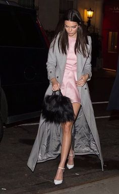 Evaluate the Kendall Jenner style record, the very best looks worn by on fad Kendall. Kardashian, Kendall Jenner Outfits, Kendall And Kylie Jenner, Fashion Outfits, Womens Fashion, High Fashion, Ladies Dress Design, Celebrity Style, Street Style