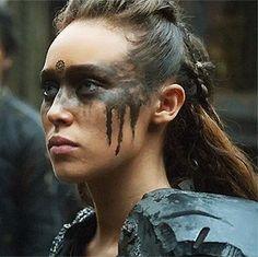 Alycia Debnam-Carey as Lexa on The 100 Lexa The 100, The 100 Clexa, Viking Hair, Viking Life, Viking Woman, Halloween Make Up, Halloween Face Makeup, Halloween Night, Halloween 2020
