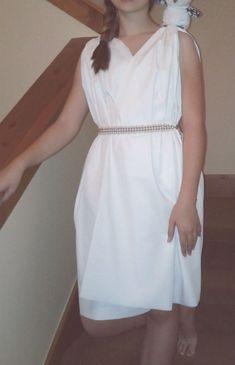 Athena Costume for girls, no-sew costume directions ~ ES Ivy Toga Costume Diy, Diy Toga, Rome Costume, Greece Costume, Athena Costume, Deer Costume, Cowgirl Costume, Cleopatra Costume, Costume Ideas
