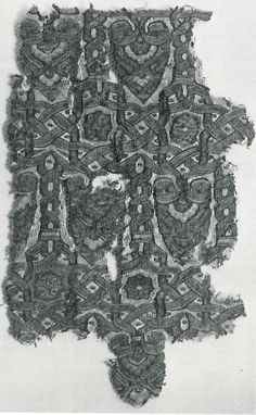Silk and gold tapestry with interlacery, Cleveland Museum of Art, 13. c. In: May, F.L.: Silk textiles of Spain. HSA, New York, 1957. fig.43