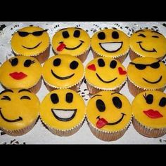 Smiley Emoji Cupcakes. ☺