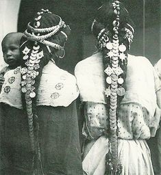 Africa: Berber hair ornaments of the Ziz Valley, Morocco Afro, Costume Ethnique, Ethno Style, Tribal Fusion, We Are The World, Hair Ornaments, Tribal Jewelry, Coin Jewelry, World Cultures