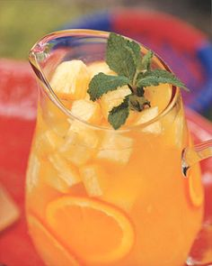 Just like the peach moscato sangria! Pineapple sangria with white wine Cocktails, Party Drinks, Cocktail Drinks, Fun Drinks, Alcoholic Drinks, Beverages, Cold Drinks, Tropical Sangria Recipe, Sangria Recipes