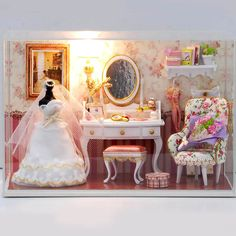 1pc Funny DIY Mini Transparent House Love Forever Dustproof Cover Forceps Gift  19.3*10*13.5cm  in 1/12 Scale