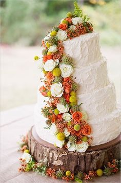I like the idea of using a tree slice for a stand, and the cascading flowers over textured icing