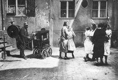 Berlin, Willy Römer, Leierkastenmann, circa 1924