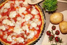La Pizza base di patate formaggio pomodoro è una gustosissima alternativa alla pizza tradizionale perfetta per chi ha intolleranza al gluitine.
