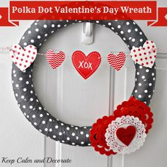 Polka Dot Valentine's Day Wreath @ Keep Calm and Decorate