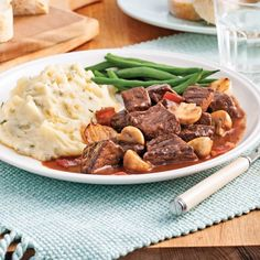 Our Best beef bourguignon recipe martha stewart from top chefs Best Beef Bourguignon Recipe, Aga Recipes, Ground Beef Dishes, Confort Food, How To Cook Beef, Food Wishes, Chop Suey, Bacon, Food 52