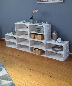 Vintage Storage - 3 White Fruit Crates with Center Board - a unique product by HolzkistenAltesLand on DaWanda - - Crate Shelves, Crate Storage, Crate Bookcase, Wooden Crate Furniture, Diy Furniture, Wooden Diy, Wooden Boxes, Wooden Crates, Vintage Storage