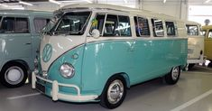 Classic Car News Pics And Videos From Around The World Volkswagen Bus, Vw T1, Beach Camper, Vw Camper, Campers, Vw Samba Bus, Kombi Home, Combi Vw, Retro
