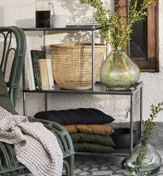 Green glass vases for the balcony| Stylish ideas and inspiration for the balcony