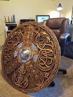 """A Select Arrow""💠~ Viking Shield Fantasy Armor, Fantasy Weapons, Larp, Escudo Viking, Viking Armor, Viking Hall, Viking Sword, Viking Costume, Armadura Medieval"