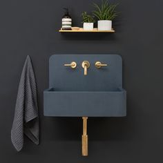 Kast Launches Collection of Patterned Concrete Basins Called Kast Canvas - Design Milk - Sink I black wall I copper faucet I black sink I Kast Launches Collection of Patterned Concrete Basins Called Kast Canvas - Bucket Sink, Copper Faucet, Concrete Basin, Concrete Counter, Concrete Wall, Toilette Design, Black Sink, Black Bath, Black Walls