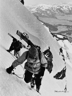 Alpine Bergbilder in schwarz weiß und sepia. Wandern, Klettern, Bergsteigen, Skifahren, Fotos von den Sportlern von damals in traumhafter Bergkulisse. Mutige Skitourengänger am Nebelhorn. Jetzt entdecken und online kaufen!