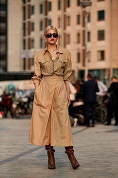 The Latest Street Style From Milan Fashion Week - April 10 2019 at Milan Fashion Week Street Style, Street Style Edgy, Spring Street Style, Milan Fashion Weeks, Street Chic, Estilo Nerd, Fashion Outfits, Womens Fashion, Fashion Trends