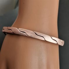 Bracelet Twisted Copper 7 1 2 Wrist Handmade Satin Texture 3 84 Mm Thick 6 33 Mm Wide Copper Bracelet Arthrit In 2020 Wide Copper Bracelet Wrist Copper Bracelet