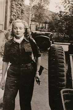 Marlene Dietrich rare photo during the WWII.
