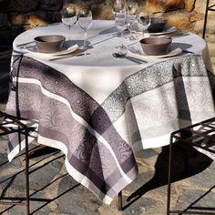 Nappe 100% coton jacquard enduit Teflon antitache bordure rosace fleur noir BARGEME
