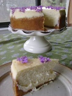 From the Kitchen of Olivia: Lavender-Infused Cheesecake with Crystalized Lilacs Breakfast Dessert, Dessert Drinks, No Bake Desserts, Delicious Desserts, Lavender Recipes, Lavender Ideas, Culinary Lavender, Fun Baking Recipes, Flower Food