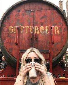 Nothing's as refreshing as a Butterbeer! Try one for yourself at The Wizarding World of Harry Potter - Diagon Alley in Universal Studios Florida or The Wizarding World of Harry Potter - Hogsmeade in Universal's Islands of Adventure. (IG Cred: @ amandatuzi)