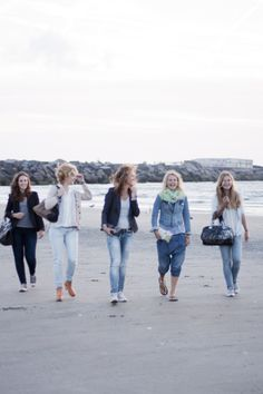 Nice young girls and woman on the beach wearing sturdy bags, leather and fur, My Deerest Clutch, Doctor Deer, happy times, smiling