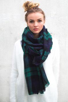 comment porter une grosse charpe en laine homme ou femme grosse echarpe echarpe laine et. Black Bedroom Furniture Sets. Home Design Ideas
