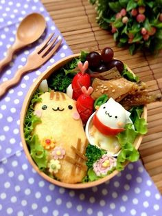 Adorable kitty cat omurice (omelette rice) bento box Japanese Bento Box, Japanese Dishes, Japanese Food, Bento Box Lunch For Kids, Cute Bento Boxes, Omelette, Kawaii Cooking, Kawaii Bento, Bento Recipes