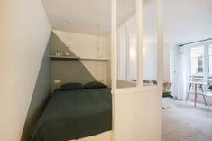 Rénovation complète d'un studio parisien destiné à la location meublée Location Studio, Location Meublée, Studio Apartment, Bunk Beds, Cosy, Small Spaces, Sweet Home, Bedroom, Interior