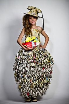 Paper Dress Prettiness art dress made of paper Paper Fashion, Fashion Art, Fashion Show, Fashion Design, Paper Clothes, Paper Dresses, Recycled Dress, Recycled Clothing, Crazy Dresses