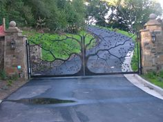 Beautiful custom tree gate! I must remember this for when I'm wealthy or curmudgeonly enough to need a gate! ;-)
