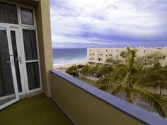 901 Umdloti Holiday Resort - 901 Umdloti Beach Resort is a well-appointed self-catering apartment located in a secure complex, situated on the beachfront in Umdloti. 901 Umdloti Beach Resort of one bedroom furnished with a king-size .