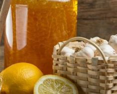 These 10 Indian Home Remedies for the Common Cold are made from natural ingredients and treat cold and flu without medicines. Besides the fact that most of Cold And Cough Remedies, Natural Cold Remedies, Flu Remedies, Holistic Remedies, Health Remedies, Cold Home Remedies, Holistic Healing, Natural Medicine, Herbal Medicine