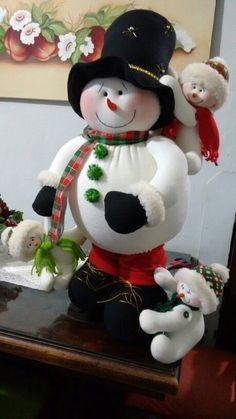 ideas-para-decoracion-con-monos-de-nieve-de-fieltro (47)