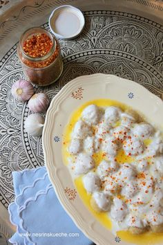 Hafif Mutfak: Sarımsaklı Yoğurtlu Bulgur Köfteleri Snack Recipes, Dessert Recipes, Snacks, Turkish Kitchen, Gourmet Desserts, Plated Desserts, Turkish Recipes, Perfect Food, Food Presentation