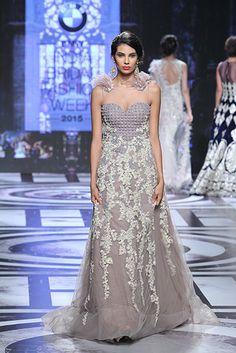 6e66bd25 Falguni & Shane Peacock | Vogue India | Section :- Fashion | Subsection :-