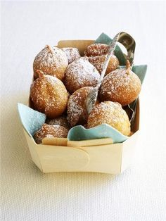 Fun and delicious bite size desserts for fall weddings and party//ricotta donuts Bite Size Desserts, Just Desserts, Dessert Recipes, Donut Recipes, Yummy Treats, Sweet Treats, Yummy Food, Healthy Food, Ricotta Fritters